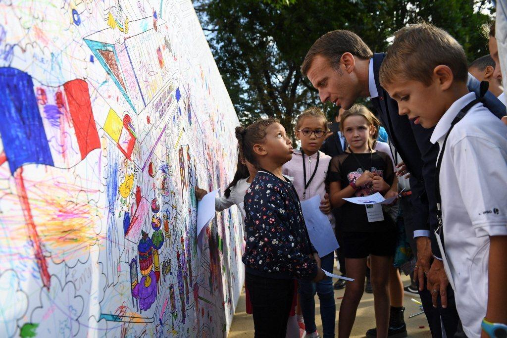 法國家長們不用擔心小孩沒有幼兒園名額,市政府有義務要預備足夠的公立幼兒園名額給居民。 圖/美聯社
