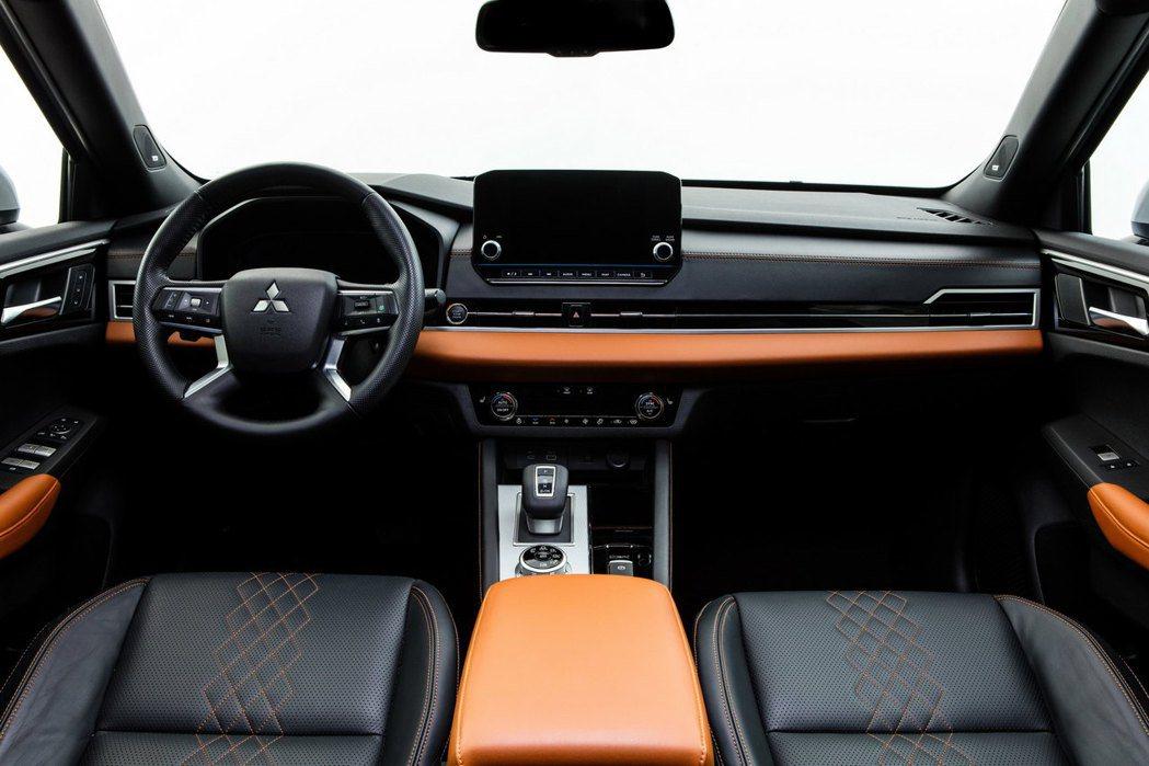 12.3吋虛擬儀表與9吋的中控娛樂螢幕替車艙增添不少科技感。 圖/Mitsubi...