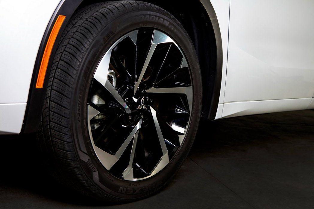 20吋的圈胎組合相當霸氣。 圖/Mitsubishi提供