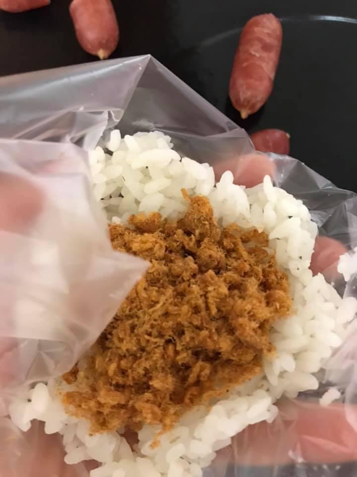 ↑運用塑膠袋就能揉出超可愛飯糰
