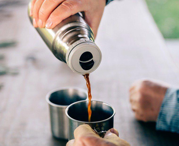 保溫杯裝咖啡示意圖。圖/ingimage