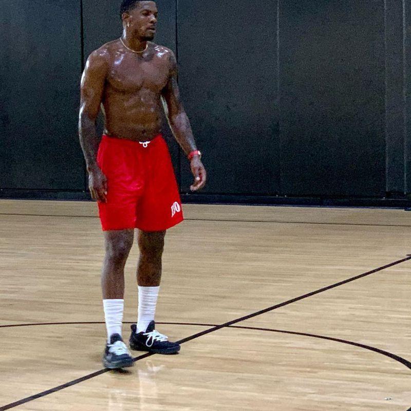 39歲的喬強森表示,「我一年沒打職籃了,但這段期間我仍保持自己的身材,每天進健身房,當美國國家隊告訴我這個重返賽場的機會,我想自己實在沒有理由拒絕。」 翻攝自推特