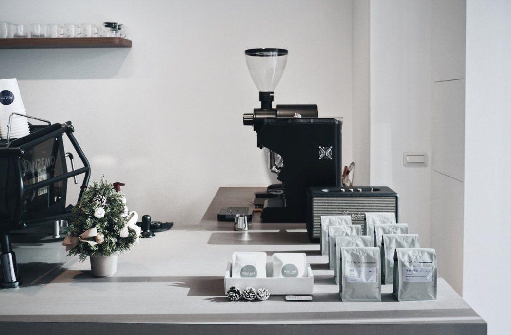 「弎咖θRICA CAFE」推出在家也能享受的濾泡包、咖啡豆。以不過份飽和的色調...
