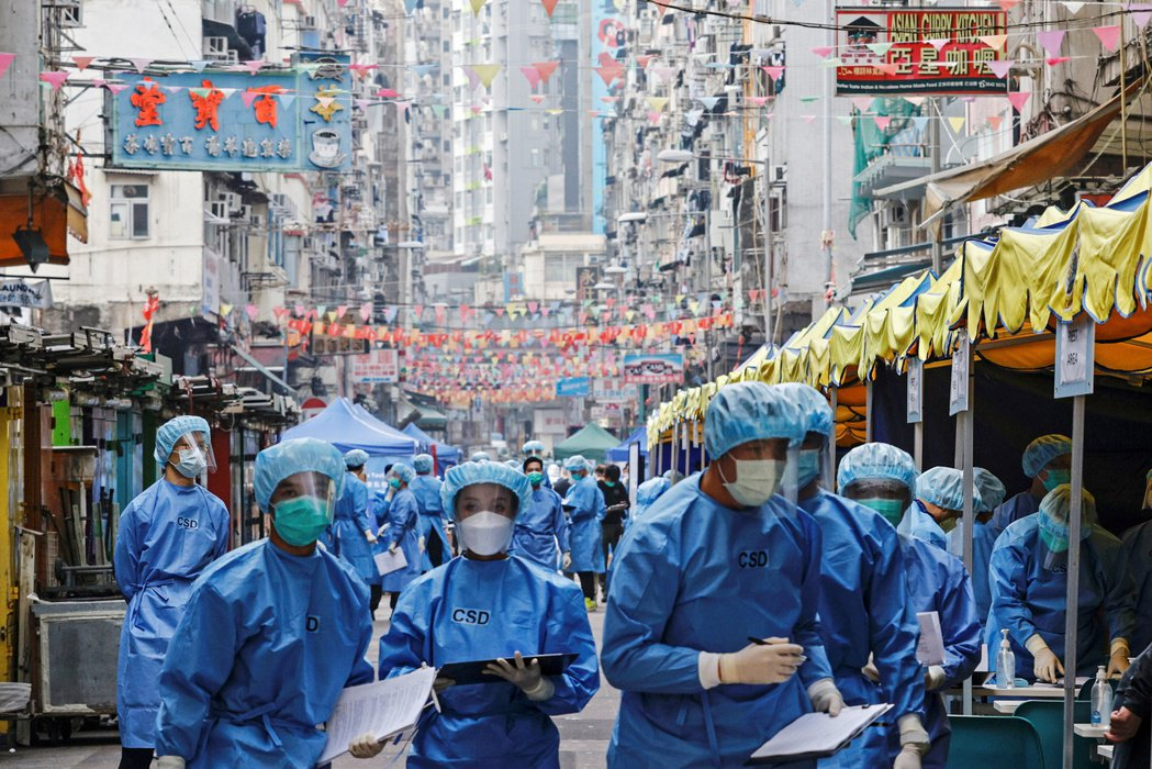 香港政府將全面監控系統跟許多市民的經濟收入、生死存亡捆綁在一起。 圖/路透社