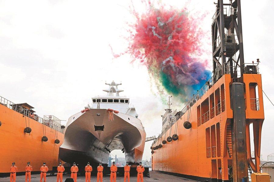 海巡為平時國家公權力執行者,而非決策者。圖為國內首艘600噸級巡防艦「安平艦」下水。 圖/聯合報系資料照