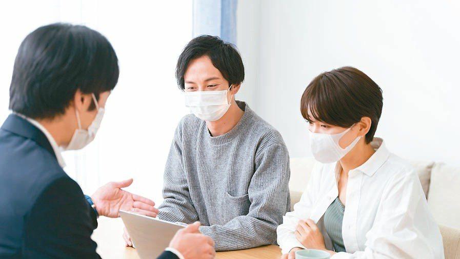 南山人壽建議,防疫保單不應只考量有無染疫或確診,要注重住院日額的理賠,才能藉由保...