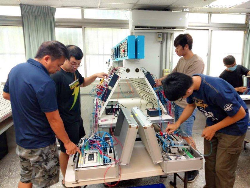 PLC自動化可程式控制在職進修班學員受訓實況。 桃竹苗分署/提供