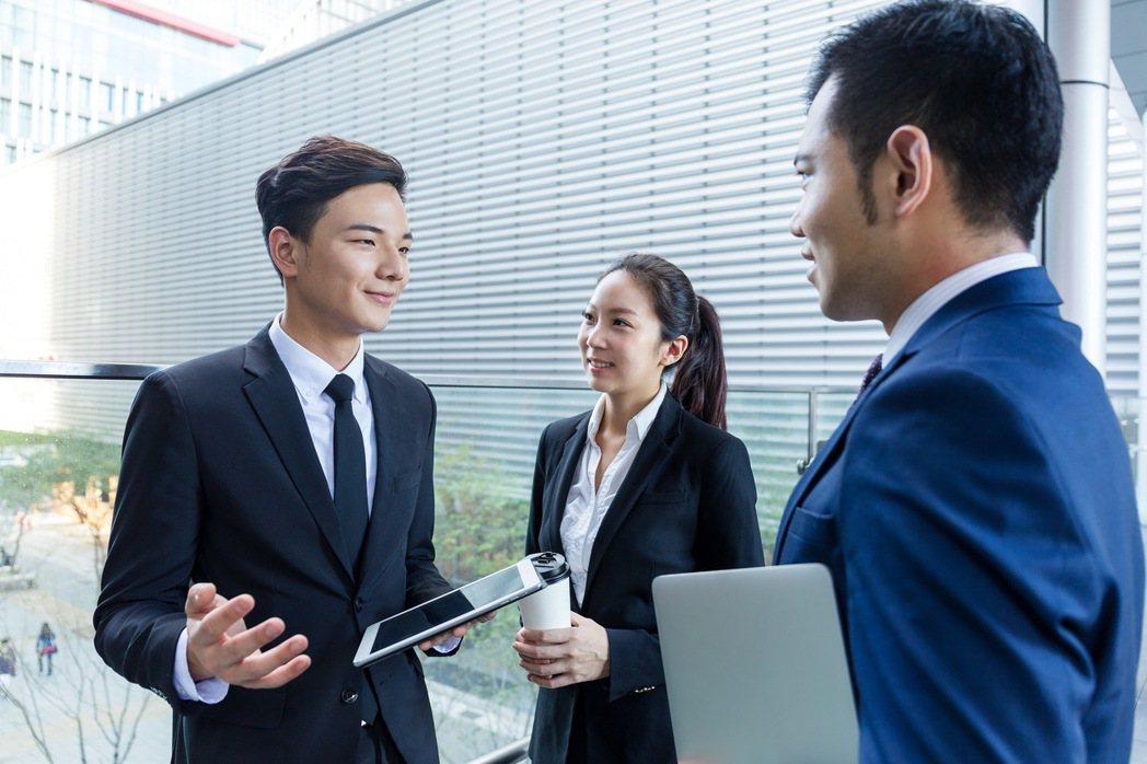 中國人壽宣布推出「精英躍進計劃」,將開啟新階段的培育主管養成,協助精英人才在中壽...