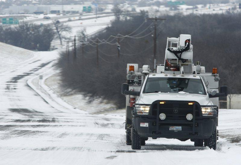 冬季風暴襲擊美國,德州數百萬人連續第3天要在無暖氣情況下面對極度低溫。歐新社