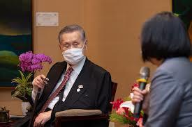 森喜朗「老害」的性別歧視言論後風波,日本緊急連環滅火,但似乎反省不到位。(圖為請辭的森喜朗)(photo from Wikimedia)