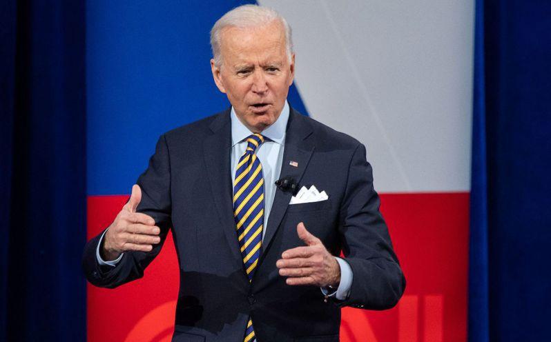 美國總統拜登十六日在密爾瓦基參加有線電視新聞網舉辦的里民大會,回答民眾提問。(法新社)