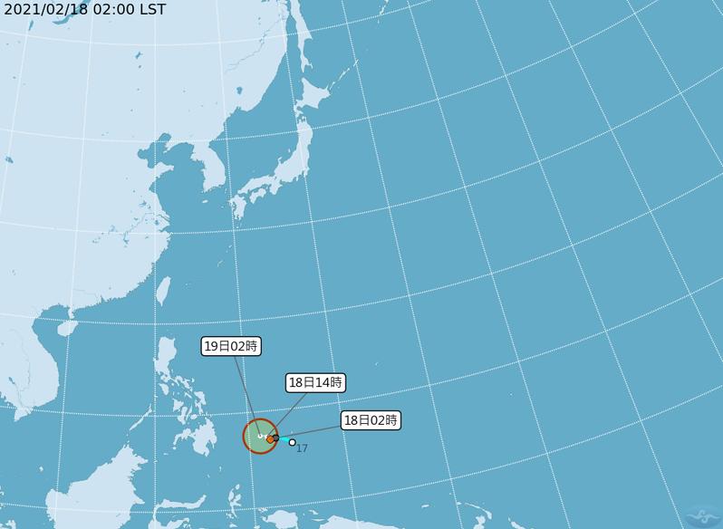 昨天上午在帛琉附近生成的熱帶低壓,持續增強中,隨時都可能被命名,而成為今年第1號颱風杜鵑,未來通過菲律賓陸地時,將受地形破壞;再進入南海,又遇較大的環境垂直風切,結構再受破壞。圖/取自氣象局網站