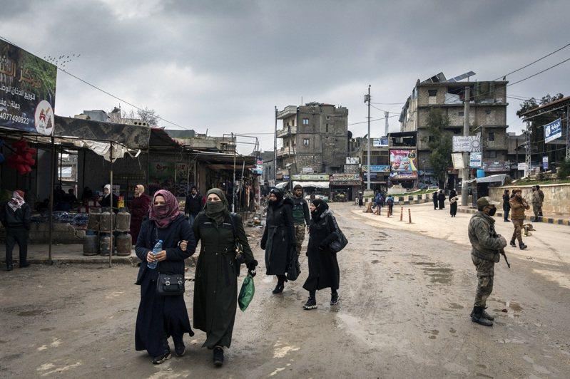 土耳其三年前進占敘利亞阿夫林市,當地居民現在卻樂見土國部隊留駐當地。圖為阿夫林市中心主要購物街。圖/紐約時報