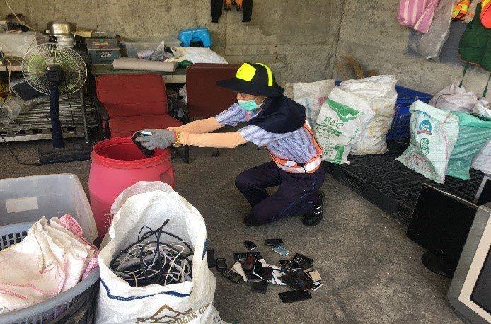 台中市環保局「資收關懷」計畫以高於一般回收市價的補助費率,補助資收個體戶最高5000元。圖/台中市環保局提供