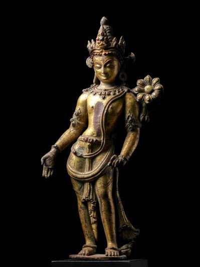 「印度、喜馬拉雅及東南亞藝術拍賣」拍賣呈獻一尊12/13世紀的尼泊爾銅鎏金蓮華手...