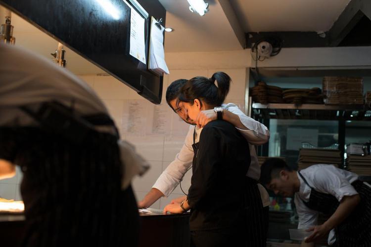 Daniel Negreira在廚房的工作狀況。圖/摘自米其林官網。