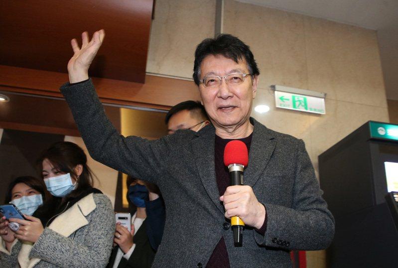 中廣公司董事長趙少康今受訪回應時事,並再次承諾,若真的當選黨主席,就辭掉總經理跟董事長,並會將股份轉移。記者胡經周/攝影