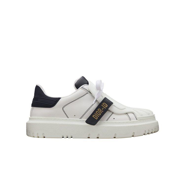 DIOR-ID白色與深藍色小牛皮休閒鞋,36,000元。圖/DIOR提供