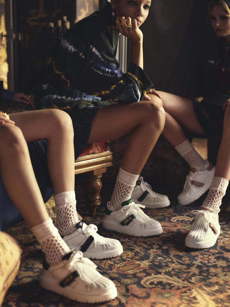 DIOR發表全新DIOR-ID休閒鞋,以簡約雙色調打造。圖/DIOR提供