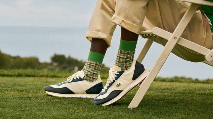 LACOSTE 「Match Break」深藍、白色球鞋,4,680元。圖/LA...
