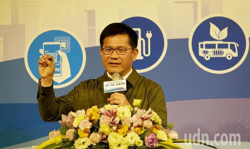 交通部18日舉行「電動大客車發展成果與展望論壇」,部長林佳龍(如圖)出席會議並發表談話。記者陳嘉寧/攝影