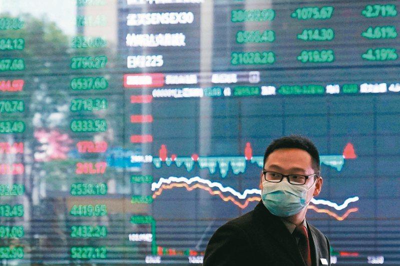 A股上證指數牛年第一個交易日收盤續創五年新高,但深成指及創業板指數卻下跌做收。(路透)