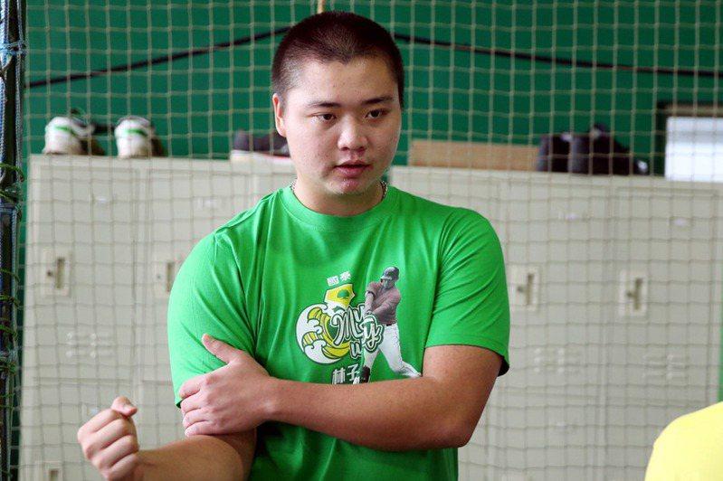 22歲台灣投手鄧愷威參與舊金山巨人隊大聯盟春訓,今天進牛棚練投,表現讓總教練凱普勒(Gabe Kapler)豎起大拇指。 聯合報系資料照