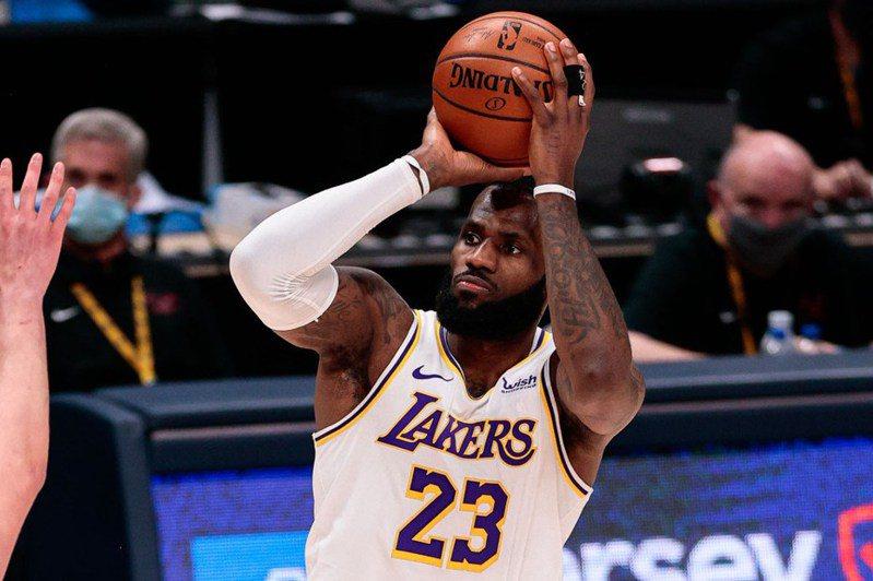NBA官方IG今天放上詹姆斯即將達成的35000分里程碑,吸引了將近60萬個讚。 路透社