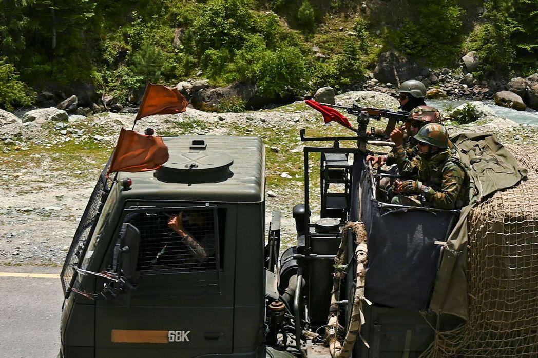 2020年6月的邊境衝突發生之後,印度派駐大批士兵前往中國邊境。 圖/ 法新社