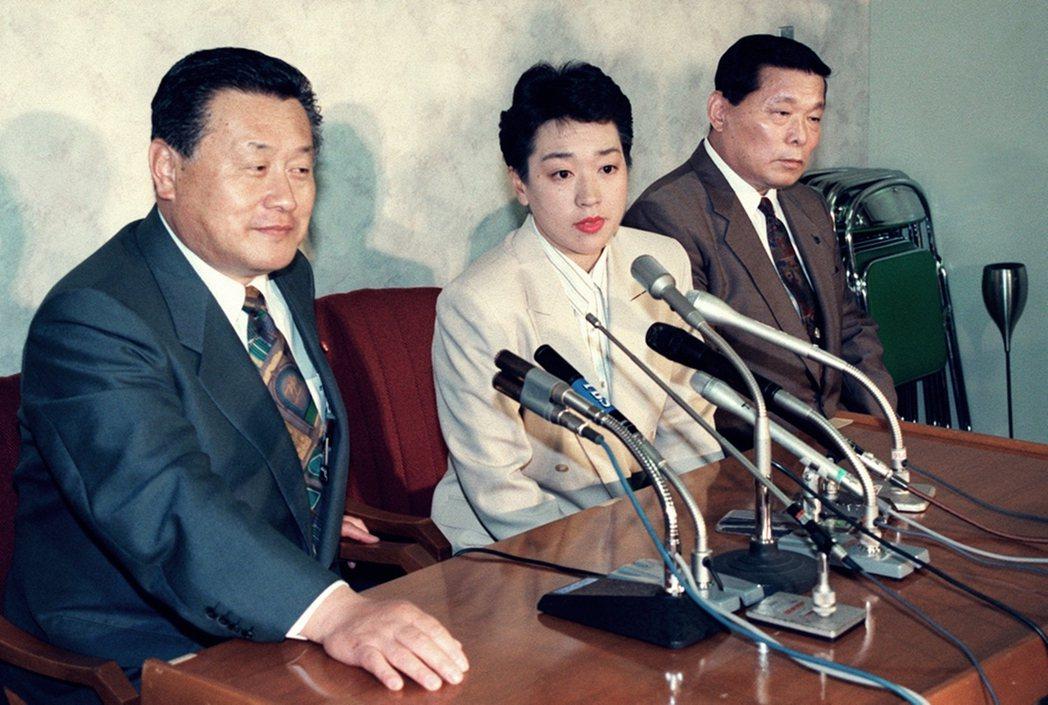 橋本亦是清和會成員,當年就是被森欽點參選才踏入政壇,彼此間公開以「父女」相稱。圖...