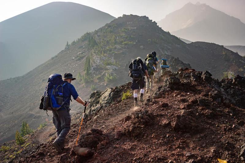 爬山時學會調整呼吸,可以幫讓旅程更輕鬆。圖片來源:pexels