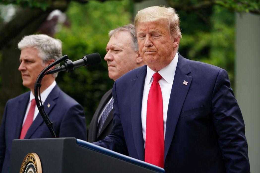 歐布萊恩(左)與蓬佩奧皆為川普政府反共政策最重要的高級官員,「尼克森論壇」可算是「川普主義」影響力的延續。 圖/法新社