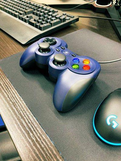 ISR e-sports提供各式電玩設備讓長者使用。 圖/ISR e₋Sport...