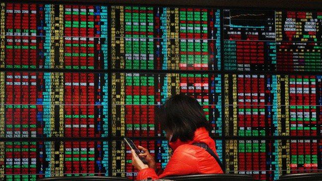 去(2020)年一年台股由科技股領軍飆漲,金融股股價相對落寞,展望新局,不少投資...