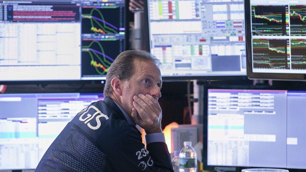美債殖利率今年來逐步上升,已威脅美股多頭走勢;股市專家推估,到今年夏季美股恐將出...