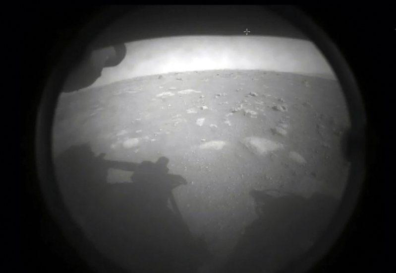 「毅力號」火星探測器於美東時間18日下午安全在火星著陸;透過美國太空總署會網路直播,讓全球太空迷們目睹這項歷史壯舉,但也引發航天迷對這項任務的討論與期盼。 法新社
