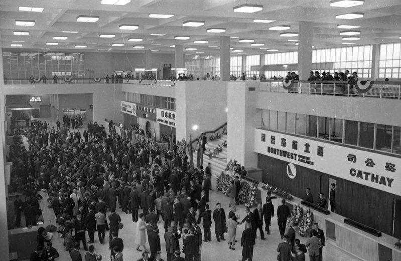 台北國際機場新建航站大廈,1964年02月19日舉行落成典禮。圖/聯合報系資料照片