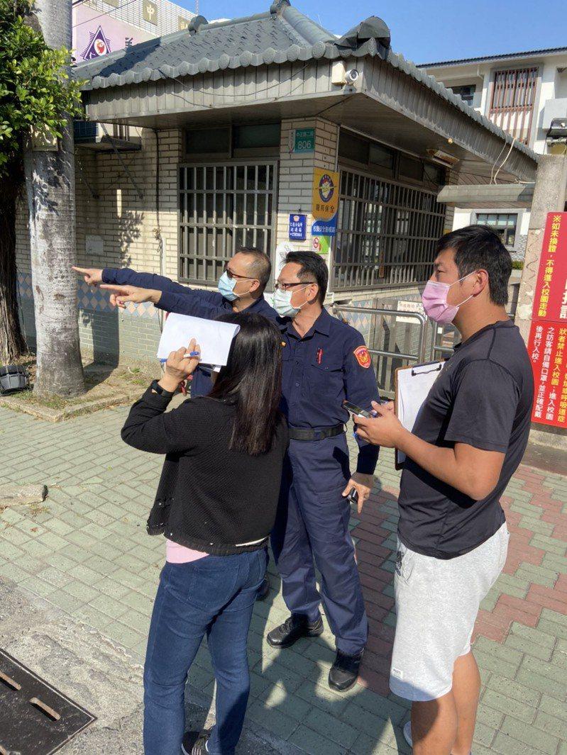 防疫延長寒假即將結束,台南歸仁警方拜訪轄區學校規畫開學護童專案。圖/警方提供