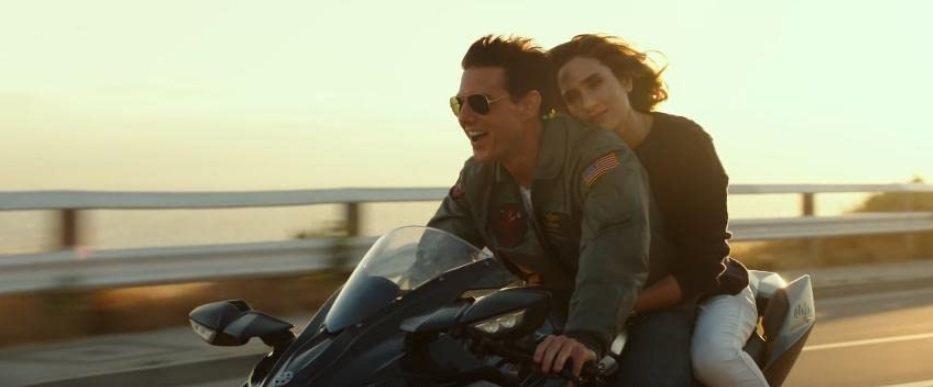 湯姆克魯斯與珍妮佛康納莉在「捍衛戰士:獨行俠」有浪漫對手戲。圖/摘自imdb
