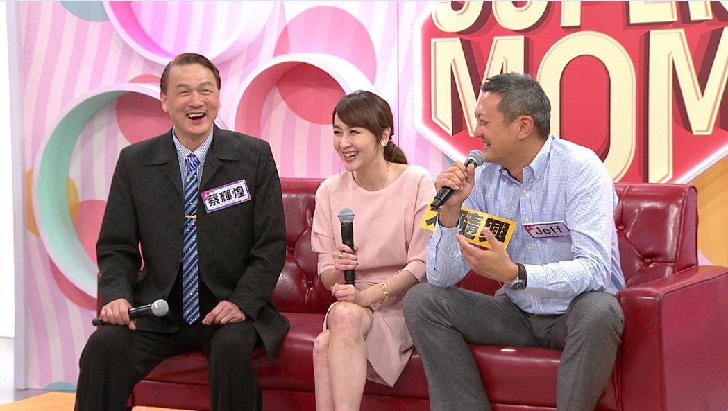 美女主播蔡逸帆帶著老公Jeff、爸爸蔡輝煌一台上節目。圖/年代MUCH台提供