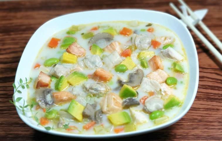 味噌鮭魚&酪梨馬鈴薯巧達濃湯 圖/林芝蕙