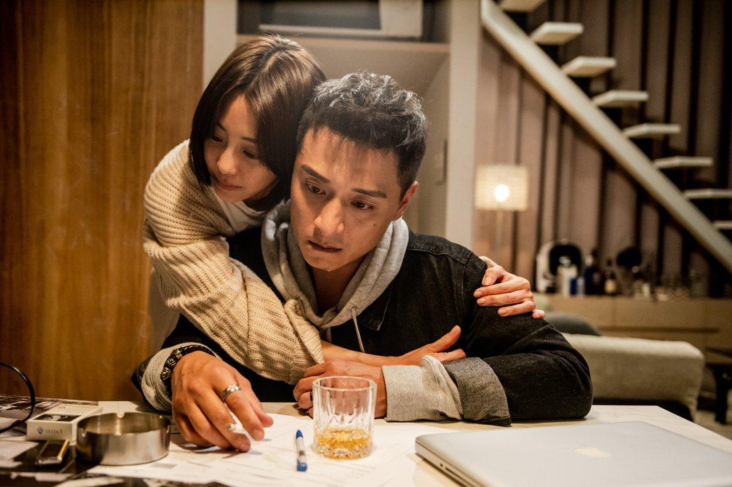 謝欣穎(左)、鄭人碩(右)在「角頭-浪流連」的感情戲感動許多影迷。圖/巧克麗娛樂...