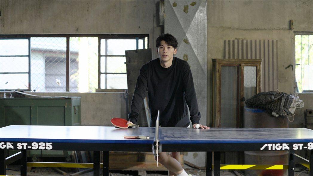 許光漢國小加入桌球隊,一展身手帥氣且專業。圖/何樂音樂提供