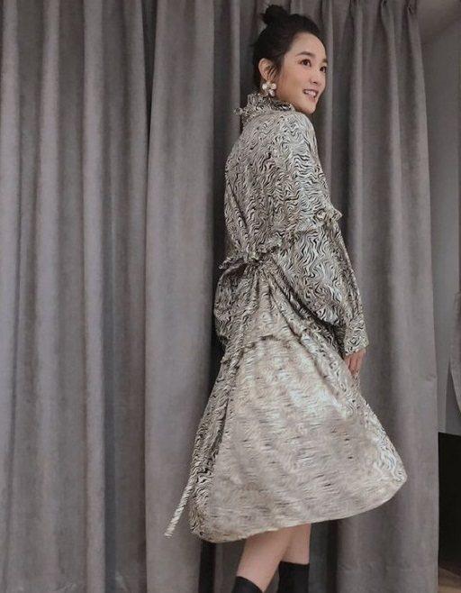 王淨搭配sandro 2021春夏洋裝。圖/取自IG