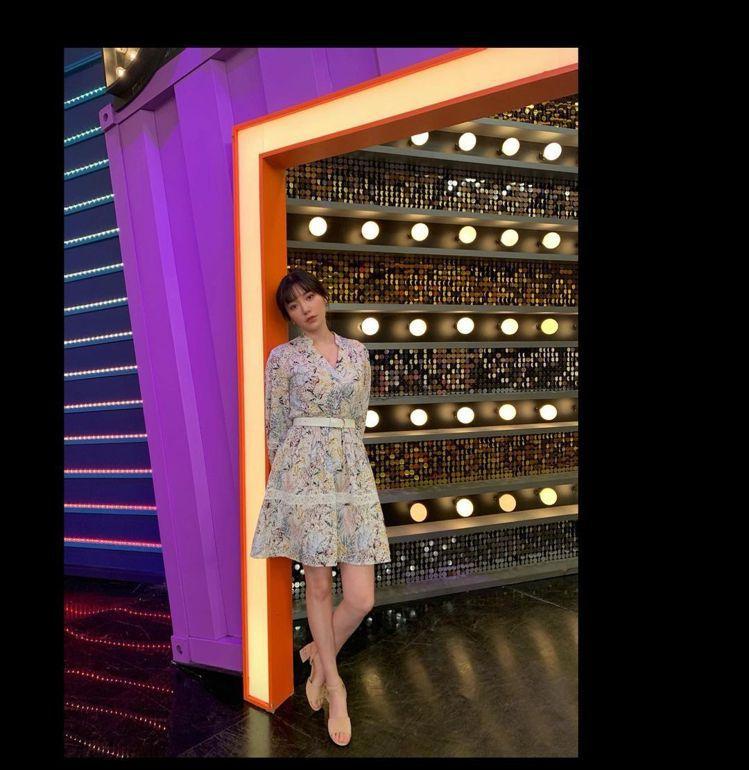 郭雪芙身穿maje 2021春夏系列洋裝。圖/取自IG