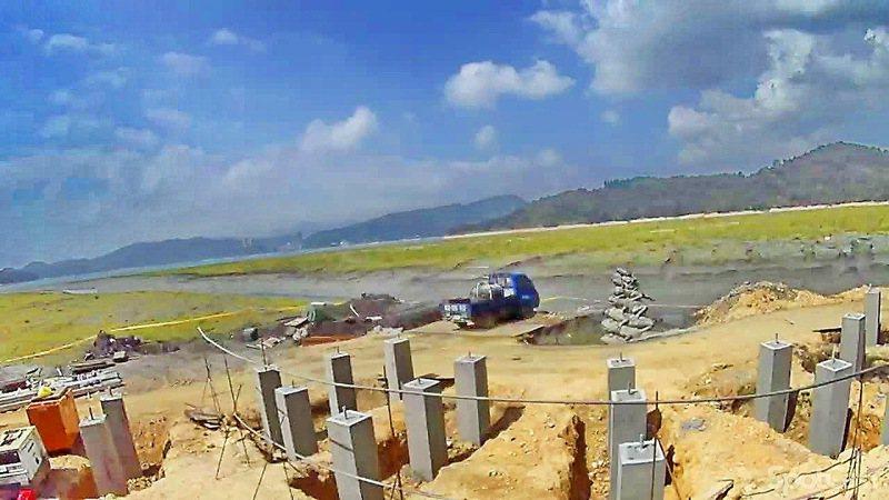 日月潭水蛙步道平台正在封閉施工中,預計今年6月可以全部完工。圖/日管處提供