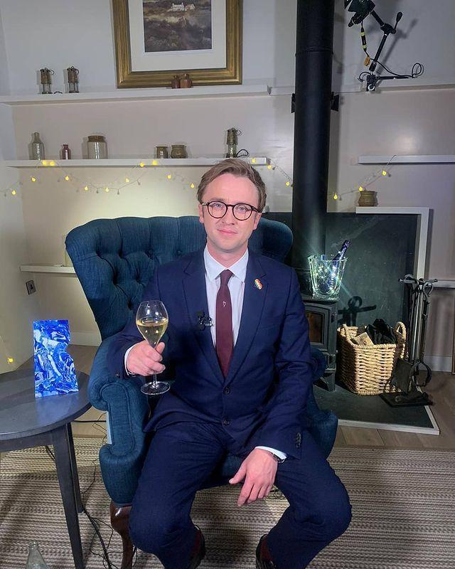 湯姆費頓為主持英國獨立電影獎典禮而盛裝打扮。圖/摘自Instagram