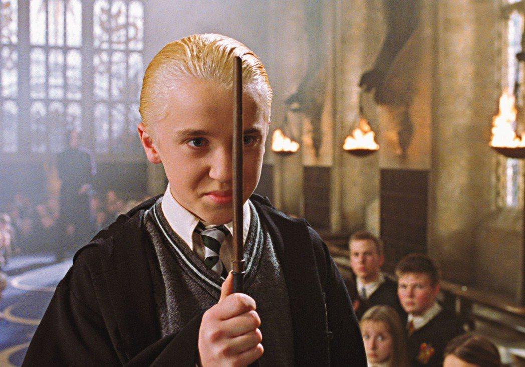 湯姆費頓昔日在「哈利波特」系列演反派富家少爺跩哥馬份。圖/摘自imdb