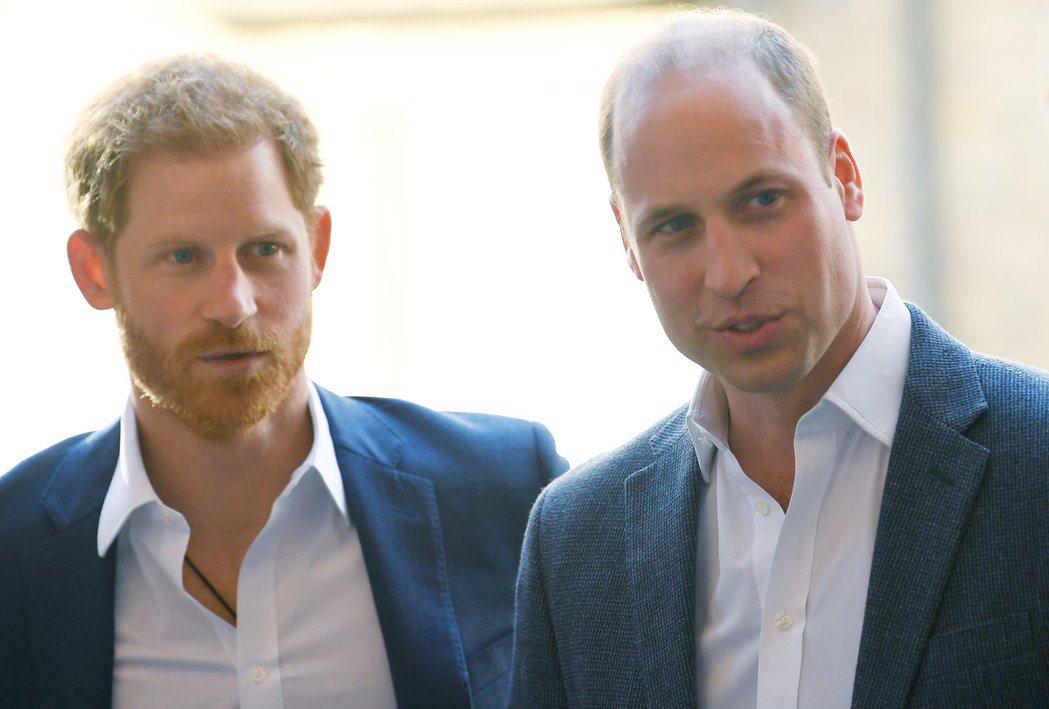 威廉(右)與哈利兩兄弟間目前仍存有尷尬的氣氛。圖/路透資料照片