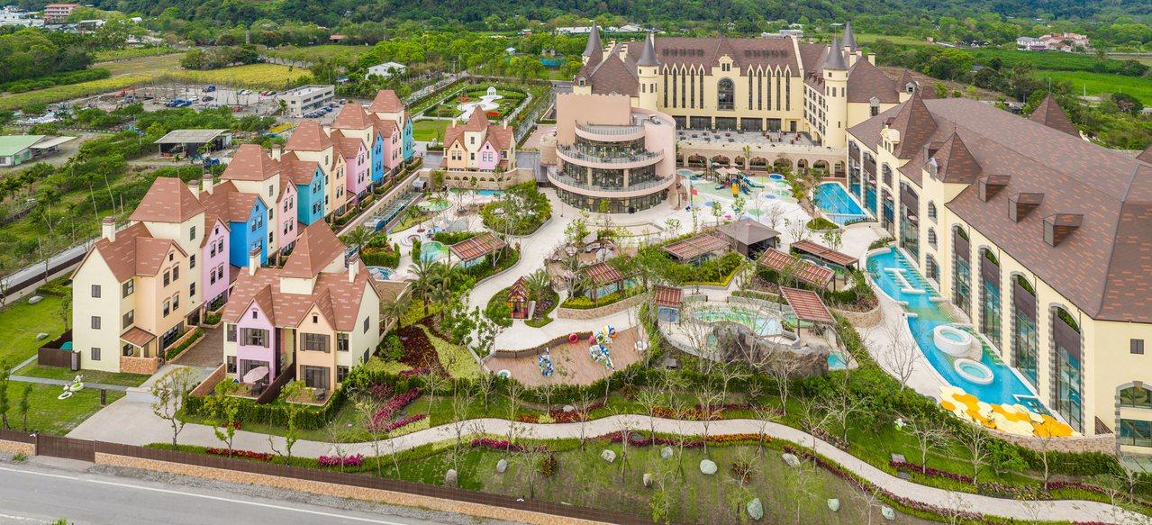 占地達2萬坪的瑞穗天合酒店,宛若一座南歐風的度假小鎮。圖/天成飯店集團提供